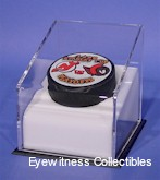 SINGLE HOCKEY PUCK ANGLED ACRYLIC DISPLAY CASE