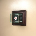SINGLE HOCKEY PUCK ETCHED GLASS DISPLAY CASE � WALL MOUNT